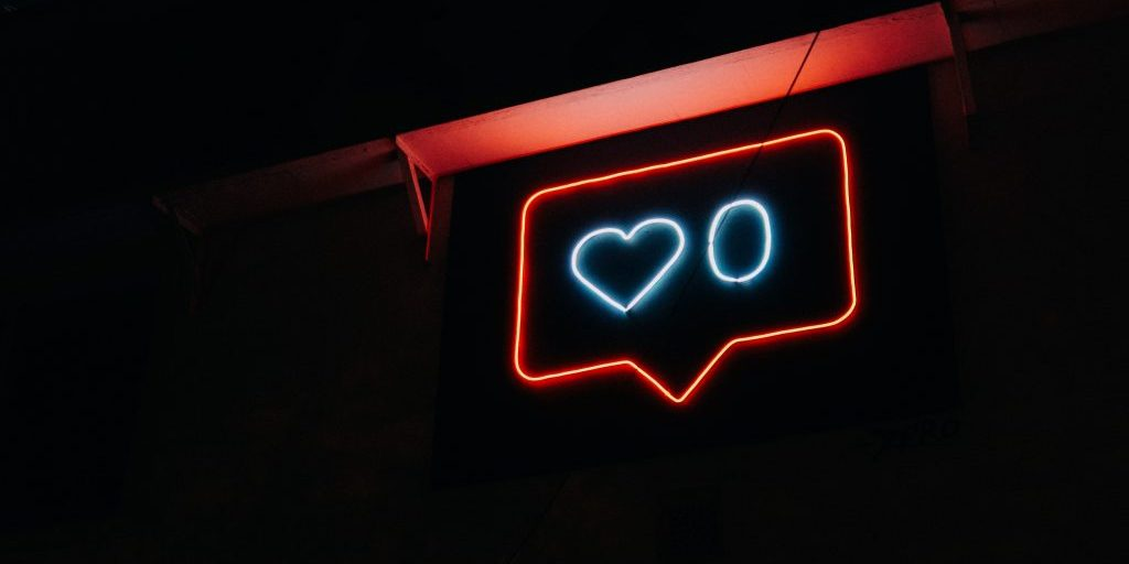 A neon sign showing a 0 and a heart.